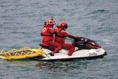 Röda korset, maritim räddningsaktion och watercraft Fotografering för Bildbyråer