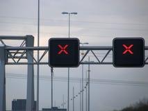 Röda korsetavovegränder på den holländska motorwayen, inget inkräkta som är allo Fotografering för Bildbyråer