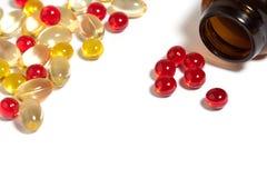 röda kulöra medicinska pills för kapslar Royaltyfria Foton