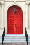 röda kyrkliga dörrar Royaltyfri Foto