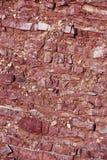 Röda lager för bergstentextur i bergen arkivbild