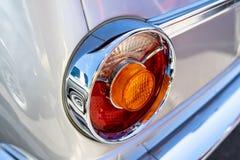 Röda ljus av kompakta utövande kupén för bilBMW 2002 den nya grupp Arkivbilder