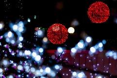 Röda ljusa bollar med vita förgrundsljus Royaltyfria Foton