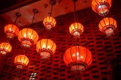 Röda lyktor i kinesisk kinesisk festival för nytt år arkivbild