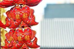 Röda lyktor, röda firecrackers, röd peppar som är röd alla, röd kinesisk fnuren, rött paket Vårfestivalen är kommande Royaltyfri Bild