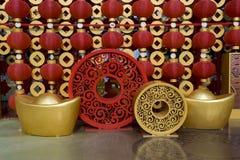 Röda lyktor som dekorerar det kinesiska nya året Royaltyfria Bilder