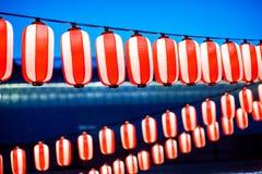 Röda lyktor under den kinesiska festivalen för nytt år, selektiv fokus Fotografering för Bildbyråer
