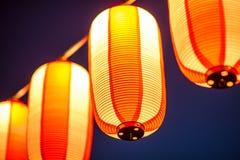Röda lyktor under den kinesiska festivalen för nytt år, selektiv fokus Arkivbild