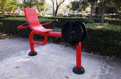 Röda maskiner stationär cykel arkivbilder