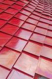 Röda metalized taktegelplattor Royaltyfri Bild
