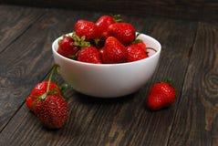 Röda mogna jordgubbar Royaltyfria Bilder