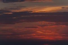Röda moln under solnedgången Royaltyfri Foto