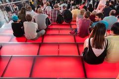 Röda moment för Times Square, ungdomkultur och turismbegrepp Arkivbilder