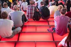 Röda moment för Times Square, ungdomkultur och turismbegrepp Arkivfoton