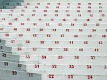 Röda nummer i ställningarna av stadion av fotboll Fotografering för Bildbyråer