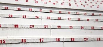 Röda nummer i ställningarna av stadion av fotboll Royaltyfria Foton