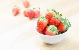 Röda nya strawberies Arkivbild