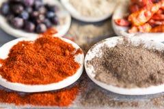 Röda och gråa kryddor Arkivfoton