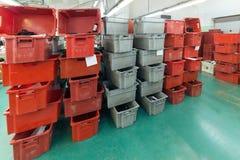 Röda och gråa plast- askar Royaltyfria Foton