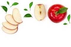 Röda och gröna äpplen med skivor och sidor som isoleras på vit bakgrund med kopieringsutrymme för din text, bästa sikt vektor illustrationer