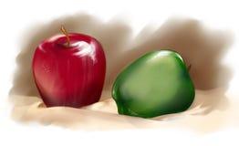 Röda och gröna äpplen på kräm- bordduk Arkivfoto