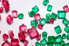 Röda och gröna crystal lollies Arkivbilder