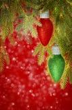 Röda och gröna julprydnader Royaltyfri Bild