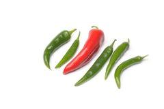 Röda och gröna varma peppar på en vit bakgrund Royaltyfria Bilder