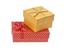 Röda och gula gåvaaskar med bandet Royaltyfria Bilder