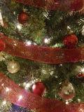Röda och guld- julbollgarneringar Fotografering för Bildbyråer