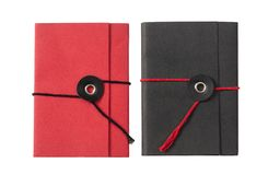 Röda och svarta fick- notepads som isoleras på vit bakgrund, bästa sikt fotografering för bildbyråer