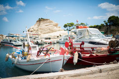 Röda och vita fartyg Arkivbild