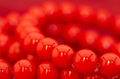 Röda pärlor arkivfoton