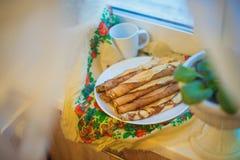 röda pannkakor för stuga för bakgrundscanapeost Fotografering för Bildbyråer