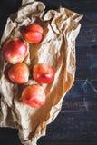 röda persikor Arkivbild