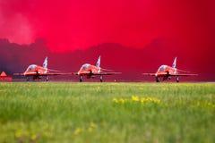 röda pilar Fotografering för Bildbyråer