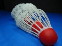 Röda plast- fjäderbollar Arkivfoton