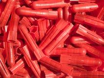 röda plastic proppar Arkivfoto