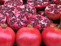 röda pomegranates Arkivfoton
