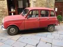 Röda Renault 4 Arkivbilder