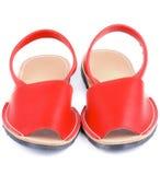 Röda sandaler Avarcas Arkivbild