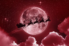 Röda Santa Claus Flying On The Sky - Arkivbilder