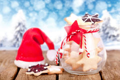Röda Santa Claus hatt och kakor Royaltyfri Fotografi