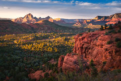 Röda Sedona vaggar landet, Arizona Royaltyfria Bilder