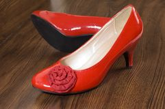 röda skor royaltyfri foto
