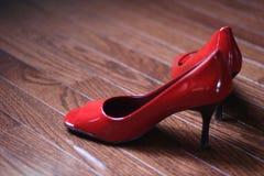 röda skor fotografering för bildbyråer
