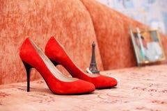Röda skor av bruden Fotografering för Bildbyråer