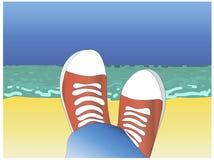 Röda skor och hav Royaltyfri Foto