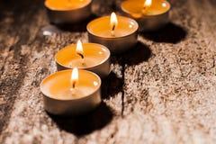 Röda stearinljus ljus med steg Valentinstearinljusljus Royaltyfri Fotografi