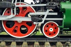 Röda stora tokiga hjul Arkivfoton